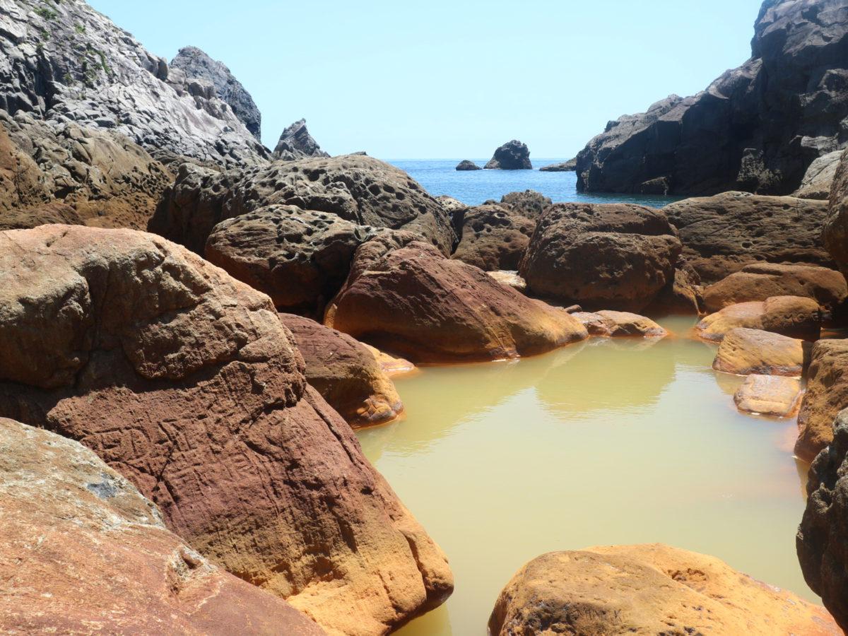 式根島にあった絶景・秘湯の地鉈温泉へ行ってみた!【東京都】